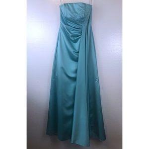 David's Bridal Sz 2 Bridesmaid Formal Beaded Dress